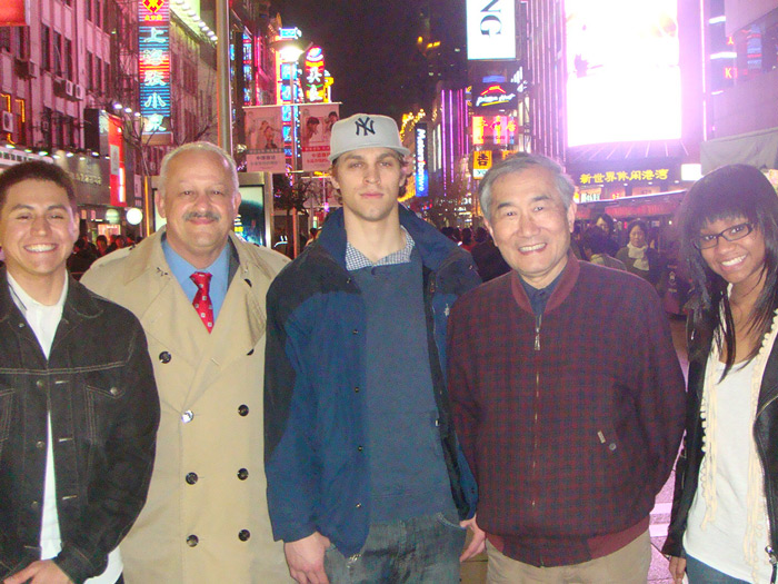 CSI President Dr. Tomás Morales recently met with CSI students and Chinese educators in China.