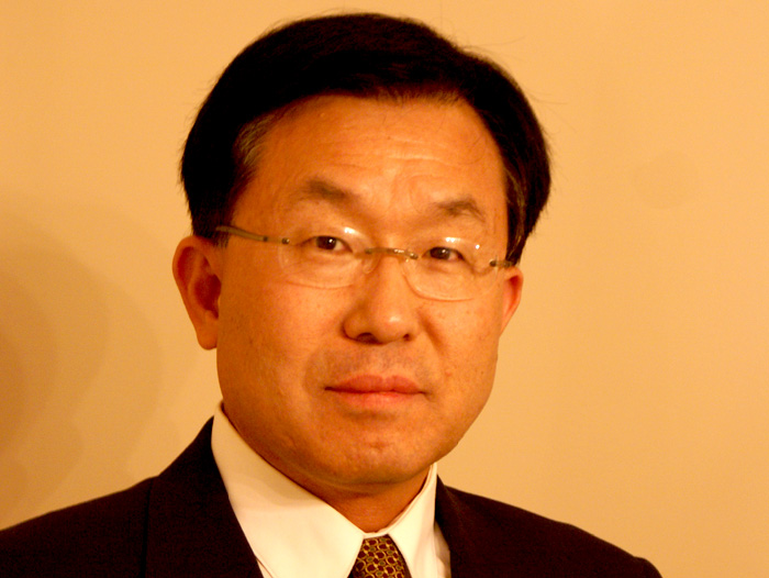 Dr. E. K. Park is the new Dean of Research and Graduate Studies at the College of Staten Island.