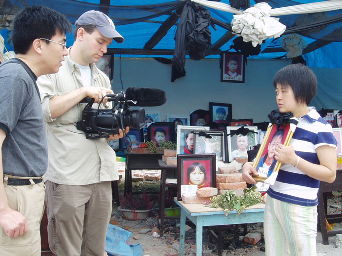 Ming Xia and Matthew O'Neill interview a mother who lost her son at Fuxin Primary School, Mianzhu.